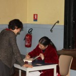Montserrat signe ses livres et est toujours très entourée !